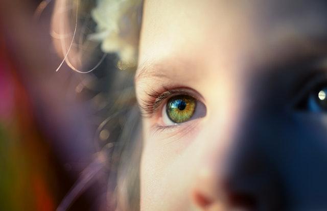 Signes de problèmes de vision chez les enfants
